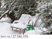 Купить «Benches in park after a snowfall in winter.», фото № 27546155, снято 31 января 2018 г. (c) Володина Ольга / Фотобанк Лори