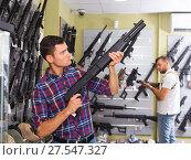 Купить «Man choice pneumatic gun», фото № 27547327, снято 4 июля 2017 г. (c) Яков Филимонов / Фотобанк Лори