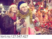 Купить «Girl with boy in Christmas hat choosing decorations», фото № 27547427, снято 14 декабря 2017 г. (c) Яков Филимонов / Фотобанк Лори