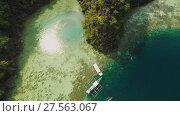 Купить «Coron, Palawan, Philippines, aerial view of beautiful Twin lagoon and limestone cliffs», видеоролик № 27563067, снято 4 февраля 2018 г. (c) Mikhail Davidovich / Фотобанк Лори