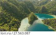 Купить «Coron, Palawan, Philippines, aerial view of beautiful Twin lagoon and limestone cliffs», видеоролик № 27563087, снято 4 февраля 2018 г. (c) Mikhail Davidovich / Фотобанк Лори