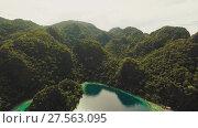 Купить «Coron, Palawan, Philippines, aerial view of beautiful Twin lagoon and limestone cliffs», видеоролик № 27563095, снято 4 февраля 2018 г. (c) Mikhail Davidovich / Фотобанк Лори