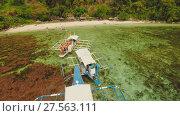 Купить «Aerial view Sunset and Atwayan beach with rocks and boats. Travelling tour in Asia: Palawan, Philippines.», видеоролик № 27563111, снято 4 февраля 2018 г. (c) Mikhail Davidovich / Фотобанк Лори