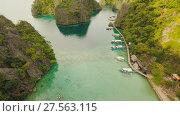 Купить «Very beautyful lagoon with boats. Paradise islands in Philippines. Kayangan Lake.», видеоролик № 27563115, снято 4 февраля 2018 г. (c) Mikhail Davidovich / Фотобанк Лори