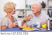 Купить «Smiling elderly spouses enjoying tea with sweets», фото № 27572723, снято 28 августа 2017 г. (c) Яков Филимонов / Фотобанк Лори