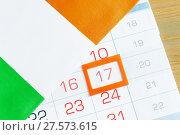 Купить «День святого Патрика. Календарь с оранжевой рамкой и цифрой 17 и ирландский флаг», фото № 27573615, снято 4 февраля 2018 г. (c) Зезелина Марина / Фотобанк Лори