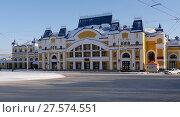 Купить «Здание железнодорожного вокзала в Томске», фото № 27574551, снято 31 января 2018 г. (c) Максим Гулячик / Фотобанк Лори
