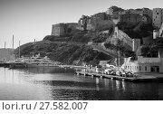 Купить «Bonifacio port, black and white. Corsica», фото № 27582007, снято 3 июля 2015 г. (c) EugeneSergeev / Фотобанк Лори