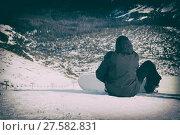 Купить «snowboarder sitting with mountain chain in the background», фото № 27582831, снято 25 апреля 2018 г. (c) PantherMedia / Фотобанк Лори