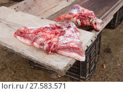 Купить «Pieces of pig over wooden trough», фото № 27583571, снято 20 июня 2019 г. (c) PantherMedia / Фотобанк Лори