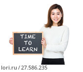 Купить «Asian woman with chalkboard and showing phrase of time to learn», фото № 27586235, снято 23 июля 2018 г. (c) PantherMedia / Фотобанк Лори