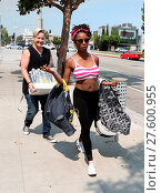 Купить «Shameless actress Shanola Hampton carries her newborn son out of Iron gym in Santa Monica, California after a workout with Celebrity trainer Torri Shack...», фото № 27600955, снято 25 июля 2016 г. (c) age Fotostock / Фотобанк Лори