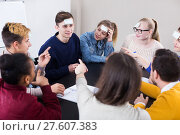Students playing guess-who game. Стоковое фото, фотограф Яков Филимонов / Фотобанк Лори