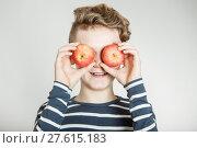 Купить «Child holding apples in front of his eyes», фото № 27615183, снято 20 марта 2019 г. (c) PantherMedia / Фотобанк Лори