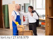 Купить «boss and worker in carpenter's workshop», фото № 27618979, снято 19 июня 2019 г. (c) PantherMedia / Фотобанк Лори
