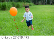 Купить «Little boy want to catch a flying ballon», фото № 27619475, снято 16 октября 2018 г. (c) PantherMedia / Фотобанк Лори