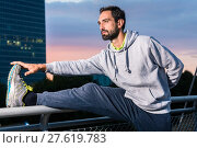 Купить «jogger stretching in front of office building in the evening», фото № 27619783, снято 20 марта 2019 г. (c) PantherMedia / Фотобанк Лори