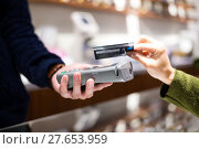 Купить «Woman paying with NFC technology on credit card», фото № 27653959, снято 17 февраля 2020 г. (c) PantherMedia / Фотобанк Лори