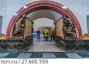 "Купить «Станция метро ""Площадь революции""», эксклюзивное фото № 27665559, снято 6 февраля 2018 г. (c) Виктор Тараканов / Фотобанк Лори"