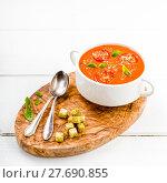 Купить «tomato soup with basil and croutons», фото № 27690855, снято 22 июля 2019 г. (c) PantherMedia / Фотобанк Лори