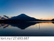 Купить «Fuji and lake at sunset», фото № 27693687, снято 22 сентября 2019 г. (c) PantherMedia / Фотобанк Лори