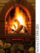 Купить «firewood and fire in fireplace», фото № 27694283, снято 26 марта 2019 г. (c) PantherMedia / Фотобанк Лори