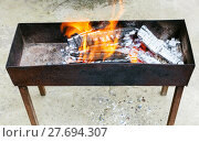 Купить «outdoor brazier with burning wood», фото № 27694307, снято 26 марта 2019 г. (c) PantherMedia / Фотобанк Лори