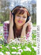 Купить « Woman Listening Music Outdoor», фото № 27697851, снято 20 июня 2019 г. (c) PantherMedia / Фотобанк Лори
