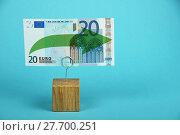Купить «Euro stagnation illustrated over blue», фото № 27700251, снято 26 сентября 2018 г. (c) PantherMedia / Фотобанк Лори