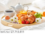 Купить «Breakfast tray in bed in hotel room», фото № 27713811, снято 21 июля 2019 г. (c) PantherMedia / Фотобанк Лори