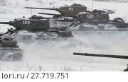 Купить «Russian Tanks T34 launched an all-out attack against the enemy. Audio included», видеоролик № 27719751, снято 12 мая 2012 г. (c) Алексей Кузнецов / Фотобанк Лори