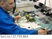 Купить «Electric solder wires to the electrical connector.», фото № 27719883, снято 19 октября 2017 г. (c) Андрей Радченко / Фотобанк Лори