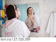 Купить «woman in the bathroom yawns», фото № 27720399, снято 12 декабря 2017 г. (c) Типляшина Евгения / Фотобанк Лори