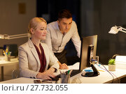 Купить «business team with computer working late at office», фото № 27732055, снято 6 декабря 2017 г. (c) Syda Productions / Фотобанк Лори