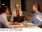 Купить «business team with laptop working late at office», фото № 27732083, снято 6 декабря 2017 г. (c) Syda Productions / Фотобанк Лори