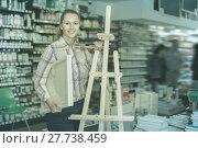 Купить «Woman shopping various supplies in art store», фото № 27738459, снято 12 апреля 2017 г. (c) Яков Филимонов / Фотобанк Лори