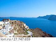 Купить «Vew of the island of Santorini with buildings and costs», фото № 27747659, снято 23 февраля 2019 г. (c) PantherMedia / Фотобанк Лори