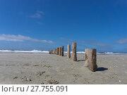Купить «lead lonely beach with wooden posts to the water's edge», фото № 27755091, снято 19 февраля 2019 г. (c) PantherMedia / Фотобанк Лори
