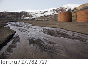 Купить «Meltwater stream with remains of fuel tanks from the whaling era 1911- 1931 and decaying building occupied by British Antarctic Survey scientists from...», фото № 27782727, снято 21 марта 2018 г. (c) Nature Picture Library / Фотобанк Лори
