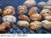 Купить «White champignons mushrooms on grill», фото № 27789451, снято 17 июля 2019 г. (c) PantherMedia / Фотобанк Лори
