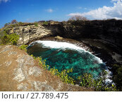 Купить «tunnel crater coastline at Nusa Penida island», фото № 27789475, снято 16 июня 2019 г. (c) PantherMedia / Фотобанк Лори