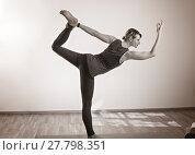 Купить «women's yoga makes in standing on yoga mat», фото № 27798351, снято 13 ноября 2019 г. (c) PantherMedia / Фотобанк Лори