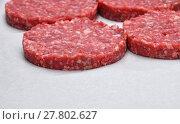 Купить «Raw meat burgers for hamburgers on parchment», фото № 27802627, снято 20 июля 2019 г. (c) PantherMedia / Фотобанк Лори