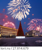 Купить «Fireworks over the Christmas (New Year holidays) decoration Lubyanskaya (Lubyanka) Square in the evening, Moscow, Russia», фото № 27814679, снято 4 января 2018 г. (c) Владимир Журавлев / Фотобанк Лори