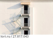 Купить «fire escape with afternoon shadows on exterior wall.», фото № 27817043, снято 23 октября 2018 г. (c) PantherMedia / Фотобанк Лори