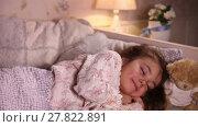 Купить «Little girl drinking milk before go to sleep», видеоролик № 27822891, снято 18 февраля 2016 г. (c) Алексей Кузнецов / Фотобанк Лори