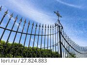 Купить «Gate with cross», фото № 27824883, снято 20 февраля 2019 г. (c) PantherMedia / Фотобанк Лори