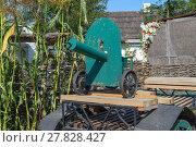 Купить «Green fake ancient gun on a cart», фото № 27828427, снято 16 июня 2019 г. (c) PantherMedia / Фотобанк Лори