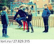 Купить «Friendly kids skipping on jumping elastic rope», фото № 27829315, снято 21 июня 2018 г. (c) Яков Филимонов / Фотобанк Лори