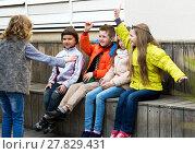 Купить «Little kid acting out phrase to friends», фото № 27829431, снято 23 апреля 2018 г. (c) Яков Филимонов / Фотобанк Лори